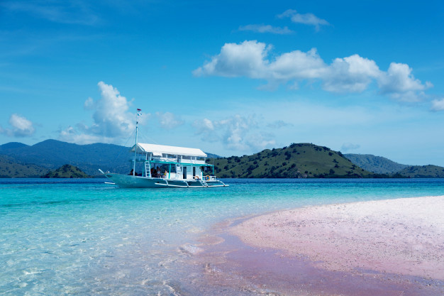 Pink Beach, Komodo National Park | Aqura Dive